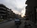 Straßenzug in Qamishli, der größten Stadt Rojavas in Nordosten Syriens (Foto: Loesche)