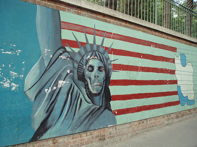 Antiamerikanisches Wandbild in der iranischen Hauptstadt Teheran, aufgenommen am 5. Oktober 2007 (Photo: David Holt / cc licence / not amended)